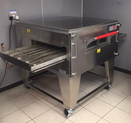 XLT conveyor pizza oven